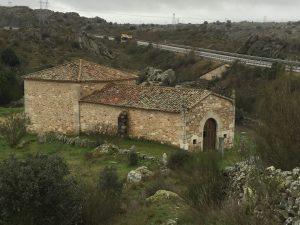 ermita de san esteban cascada de abelón